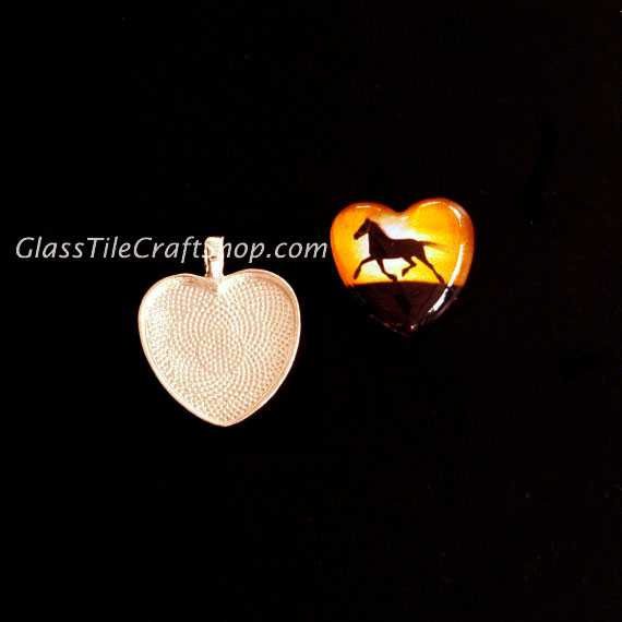 Heart Pendant Tray With Glass